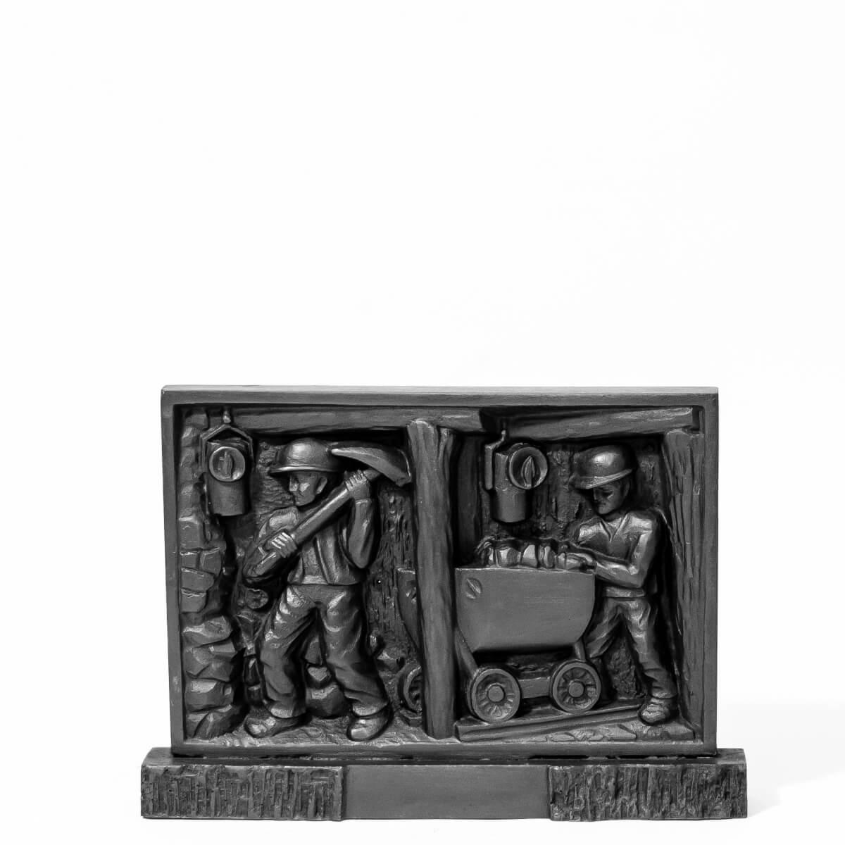 Wagonik z węgla – płaskorzeźba